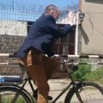 German Ambassador to Pakistan Schlagheck Rides 80-Year-Old Bicycle to Embassy (Video)
